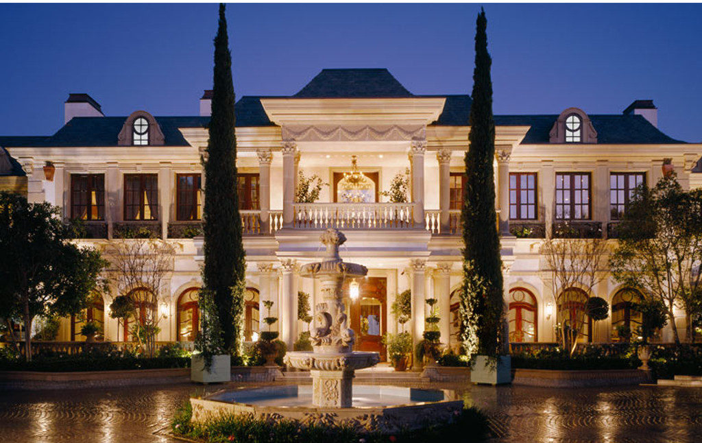 Mansions as the Living Place for Wealthy People